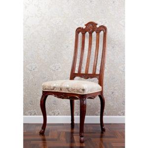 7.丹精込めて作られた椅子