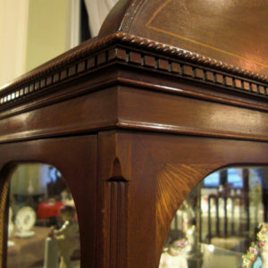 7.美しい木彫刻による装飾と象嵌細工