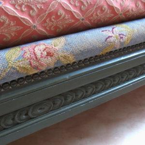 4.サイドレールのプチポワン刺繍
