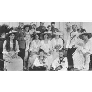 3.ロシアの皇帝ニコライ2世と家族