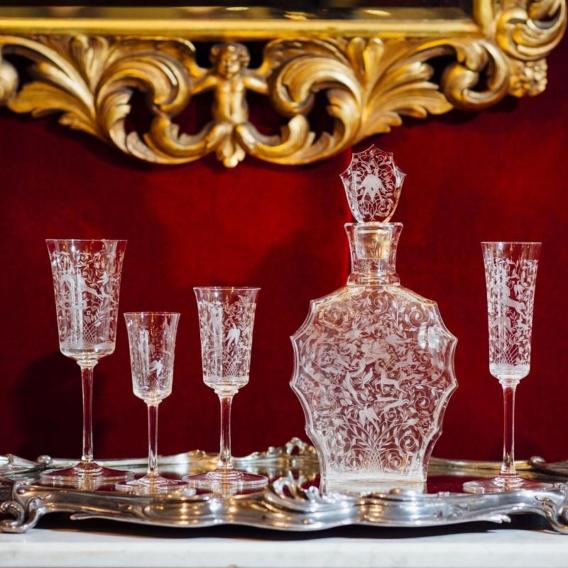 バカラ 「レイラ」デキャンタグラスセット(25ピース)<br /> デキャンタ、シャンパン・白ワイン・赤ワイン・リキュール用グラス各6客(グラス計24客)<br /> 1940年代 フランス<br />