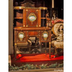 9.最高の美が表現された装飾家具