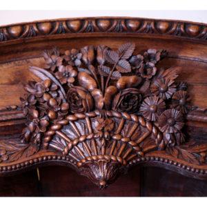 1.芸術性高い「花籠」の彫刻