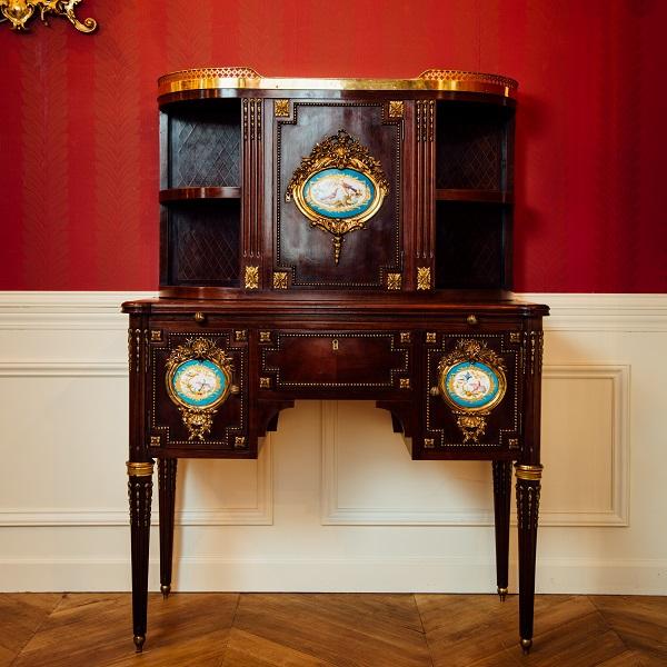 ルイ・フィリップ<br /> ルイ16世様式陶板付ボヌール・ドゥ・ジュール<br /> 1840年代 フランス<br />